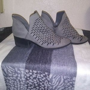 City Classified grey ankle booties,size 6